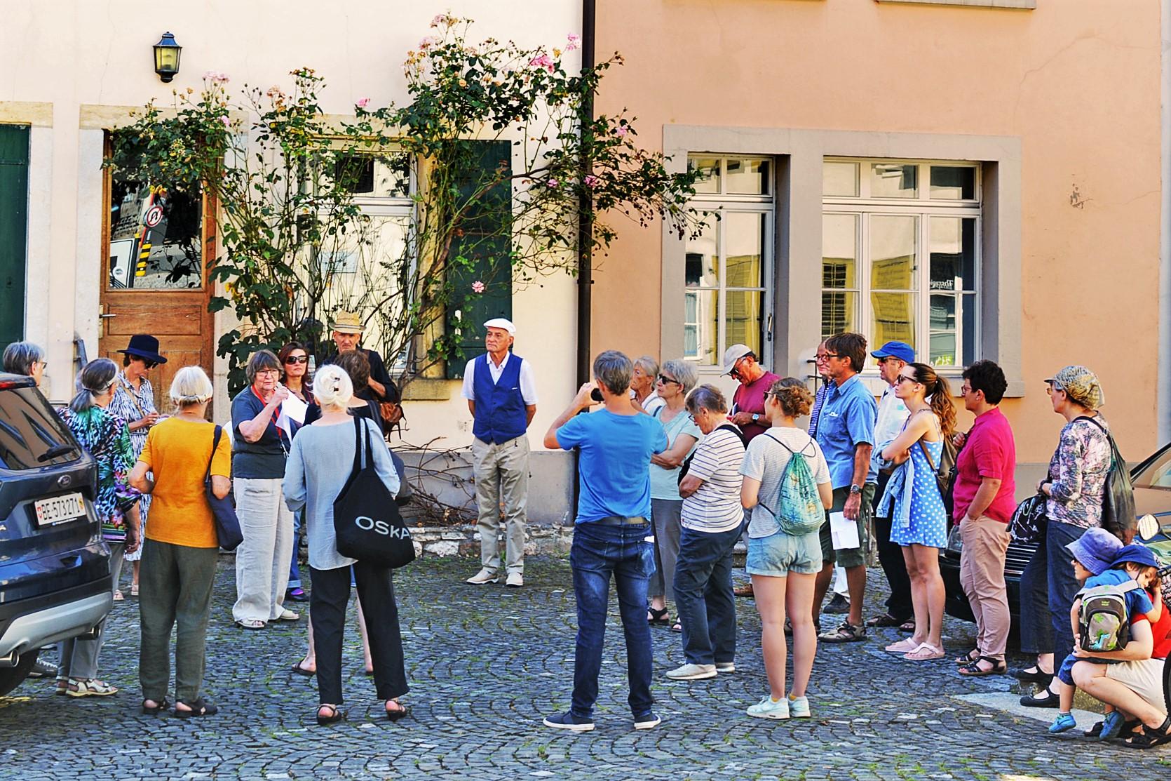 """Standort Brunngasse: Hier befindet sich die """"Römerquelle Lounge"""" und das mit Bilder der Römerquelle dekorierte """"Altstadtleistlokal""""."""