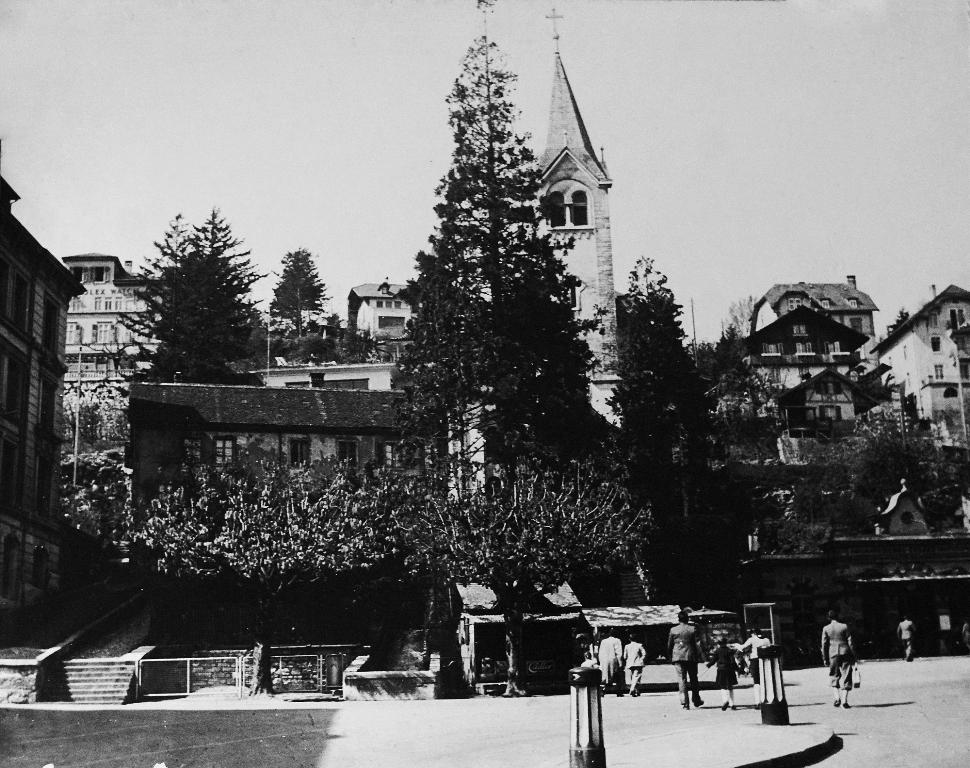 Technikum, Mitte: Alioth-Haus, Quellgasse 23 erstellt 1849,abgerissen 1956, Christkath. Kirche von 1904; Kiosk, rechts: Talstation Seilbahn Biel - Evilard