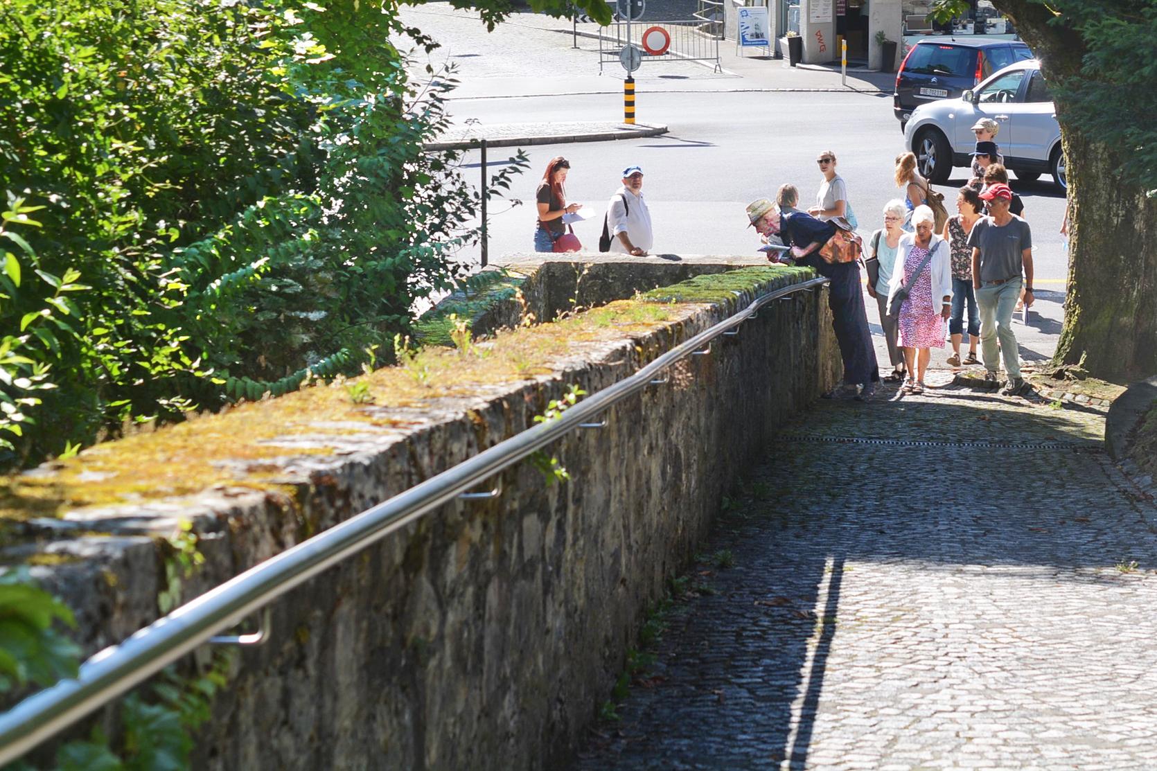 Die Römerquelle ist erreicht.Hier ist sie noch sichtbar, Ihr Weg durch die Altsatdt bahnt sie sich unterirdisch,