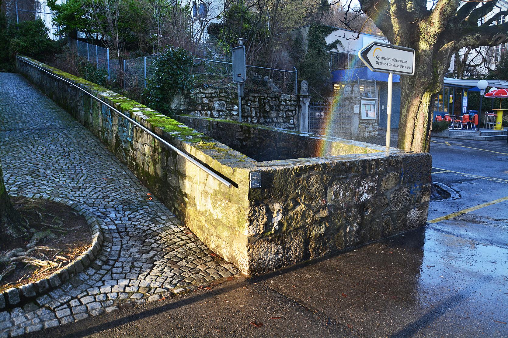 A l'origine, la «Source des Romains» s'appelait «Source des fontaines»,  «Fontaines de la ville» ou «Grosse source»