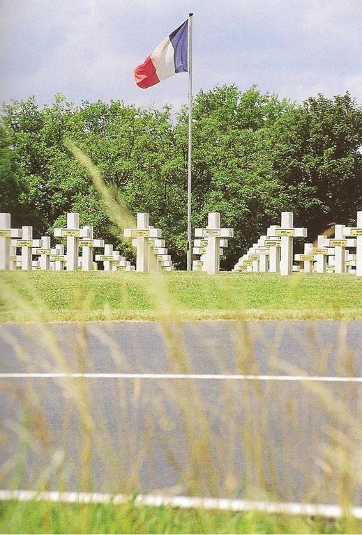 Le cimetière militaire français de BLIGNY  4654 Solidats  14/18