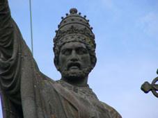 CHATILLON SUR MARNE  La statue d'urbain II  ( Pape )