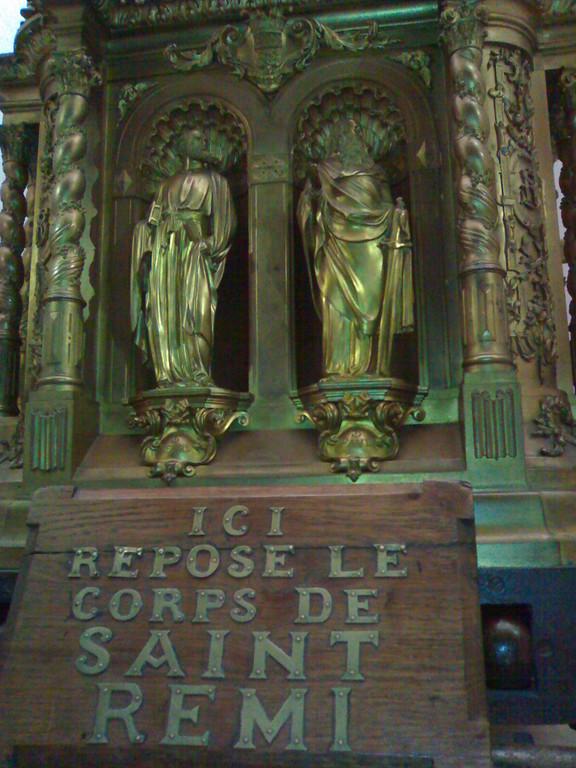 Basilique SAINT REMI  détail du tombeau