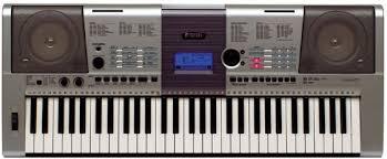 ein Keyboard mit Lautsprechern