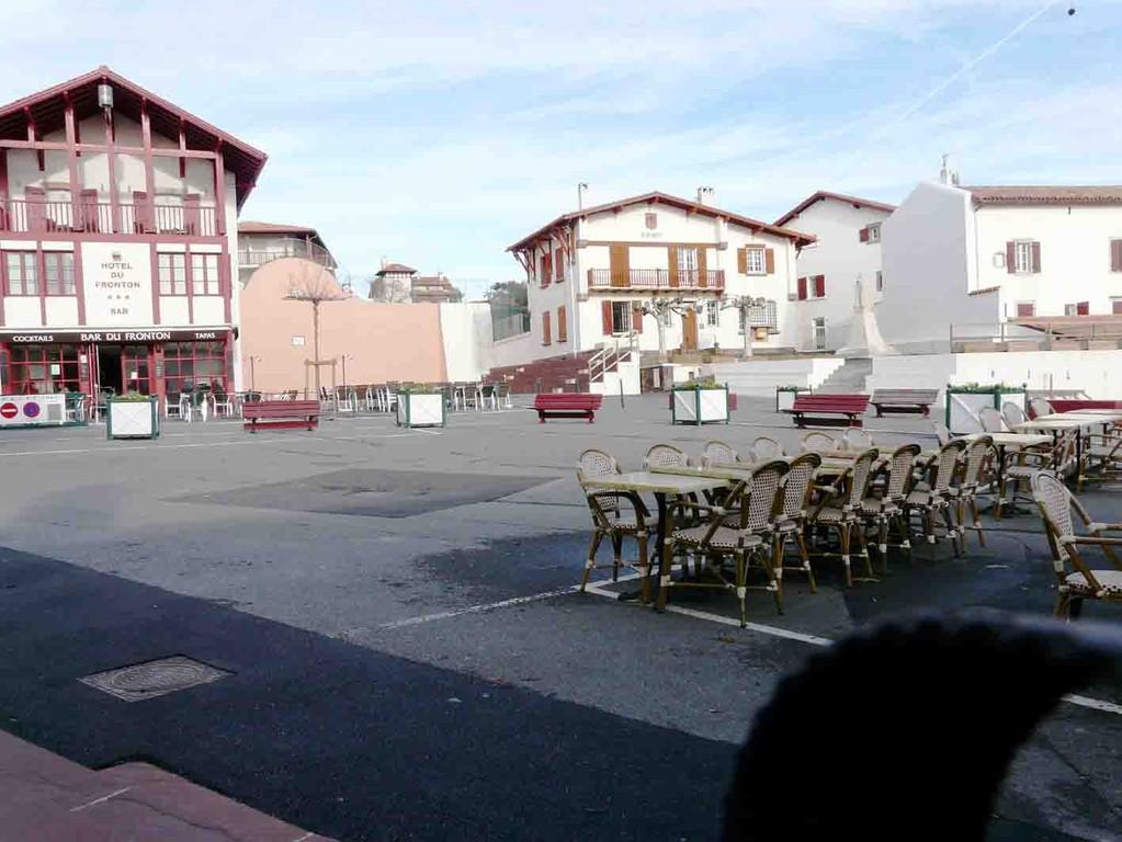 Le centre du village site jimdo de location littoral basque for Le village du meuble bordeaux
