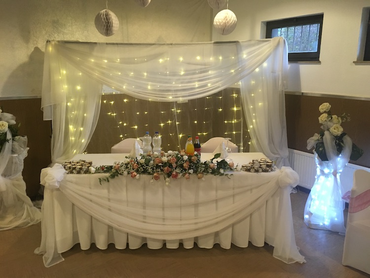 - stillvolle Hochzeit mit Thron -