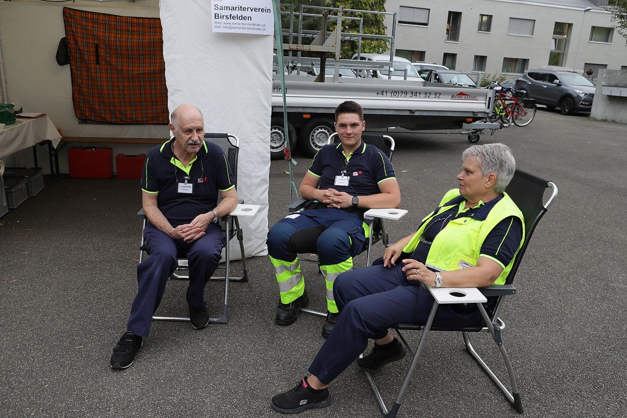 Polizei, Feuerwehr und natürlich die Sanität sind auf Posten.