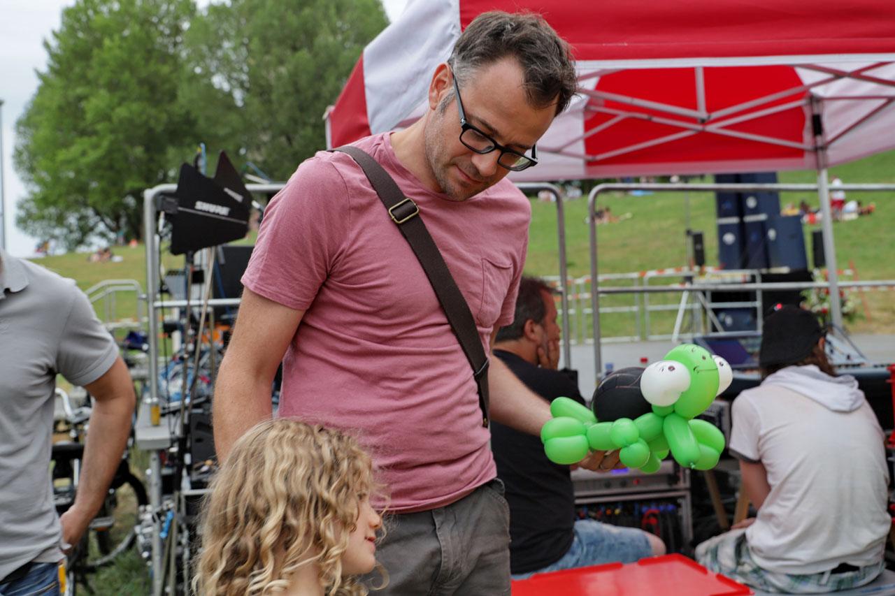 Eine der Attraktionen: Ballone bauen lassen durch einen Clown.