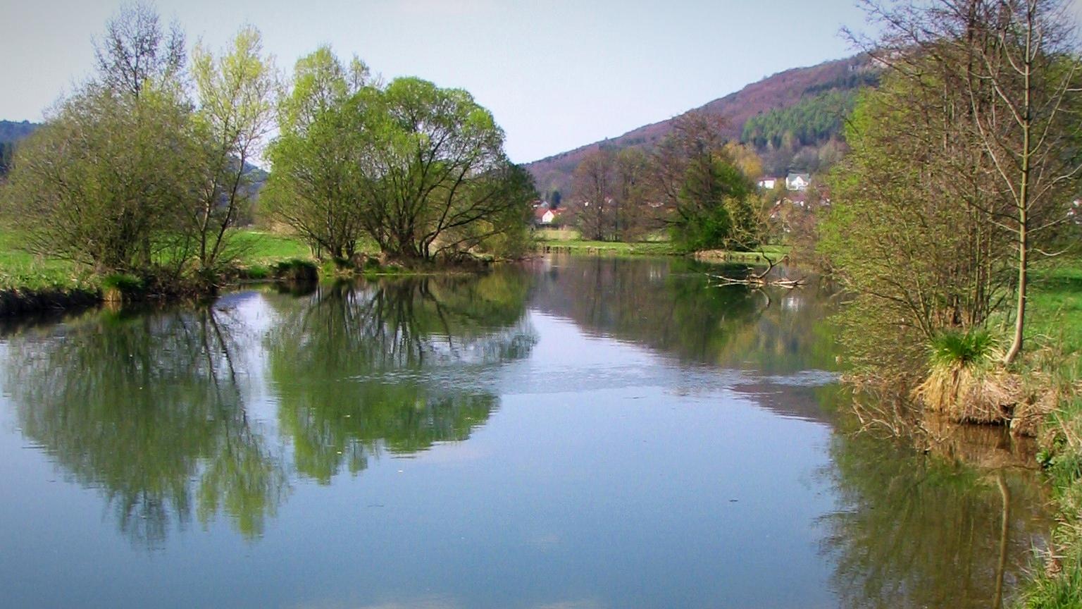 Das Fischwasser an der Wiesent in der Fränkischen Schweiz vom Landgasthof Bieger - Ebermannstadt, OT Rothenbühl.