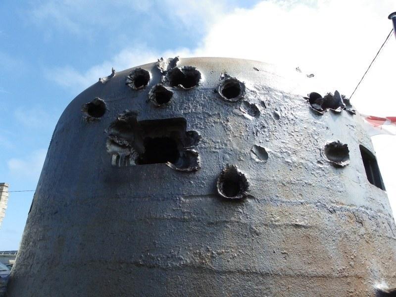 Cette défense cotière allemande épaisse de 200mm d'acier a résistée au 75mm d'un Sherman à bout portant