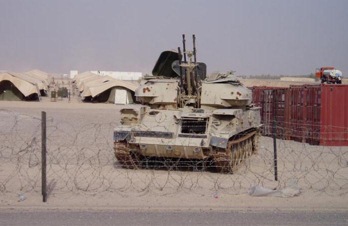 Ses canons sont capables d'une élévation quasiment verticale, lui permettant d'engager ses cibles dans toutes les conditions