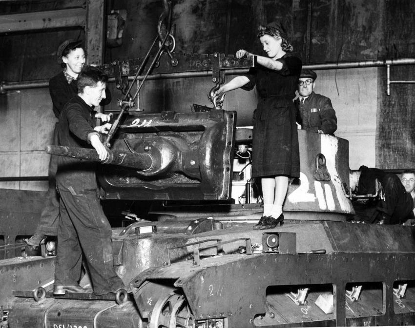 Rare photo de la chaîne de montage des Matilda. Nous sommes loin de l'ambiance des Zavod soviétiques