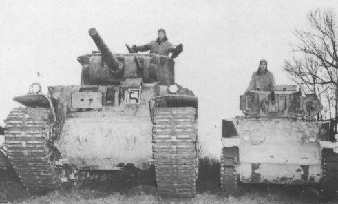 On se rend mieux contre de l'immensité du M6, qui pose ici à coté d'un M5 Stuart
