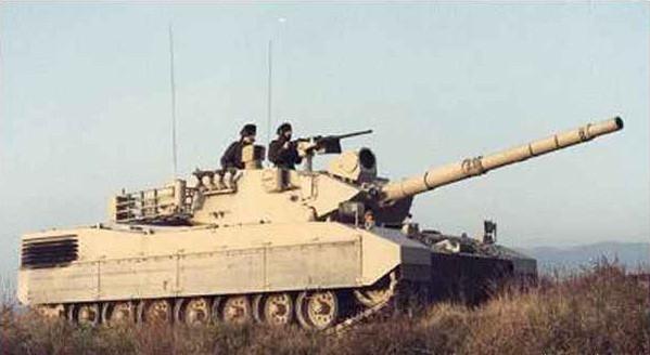 L'OF-40 reprend les lignes du panzer allemand, notament au niveau de la tourelle mécano-soudée