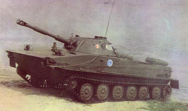 Le châssis du PT-76 sert de base pour le char antiaérien