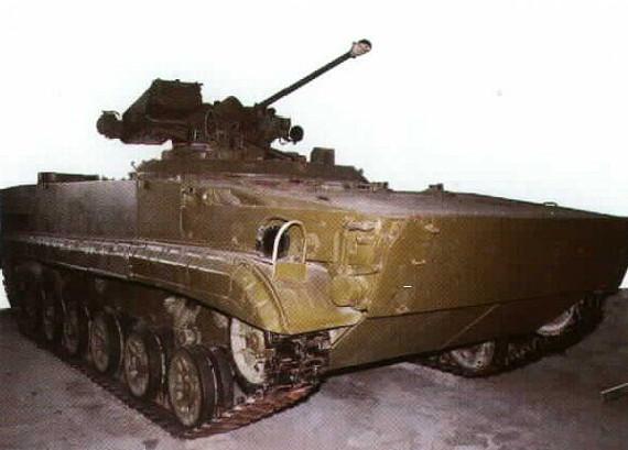 L'Objekt 688, écarté à cause de son armement trop proche du BMP-2, possède déjà la caisse du futur BMP-3