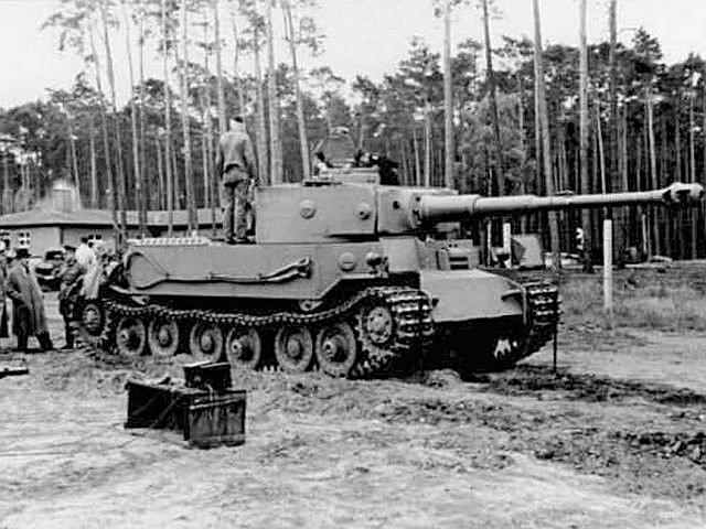 Face à Hitler, c'est le prototype Porsche qui s'en sort le mieux en début de journée après la démonstration dynamique