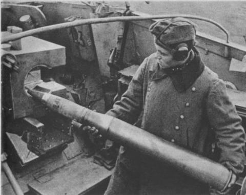 L'imposante Pzgr.39/43 pèse 10,4 kg et atteint la vitesse initiale de 1000m/s