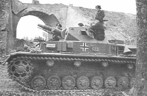 Le Panzer IV est parfaitement à même d'attaquer les fortifications ennemies grâce à son canon court de 75mm