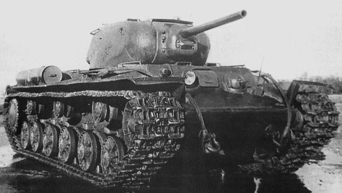 Le châssis du KV-1S va devenir la base pour la construction du futur SU-152