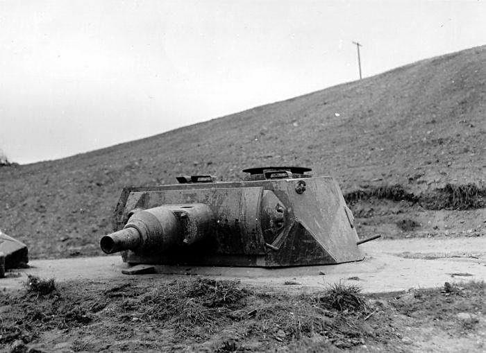 Tourelle d'un VK 30.01 (H) sur le Mur de l'Atlantique, ici à Omaha Beach