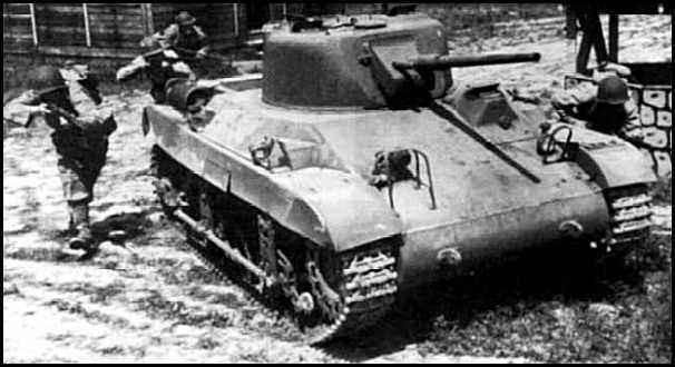 Quelques Locust sont utilisés dans leur cadre d'emploi à la toute fin de la guerre. Mais face aux monstres allemands, son inefficacité n'est pas à prouver