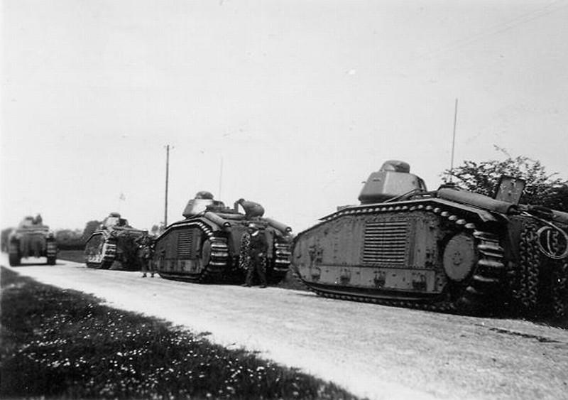 Cette colonne de char a été victime de sa chaine logistique. Nombreux sont les B1 Bis qui tomberont intacts aux mains de l'ennemi
