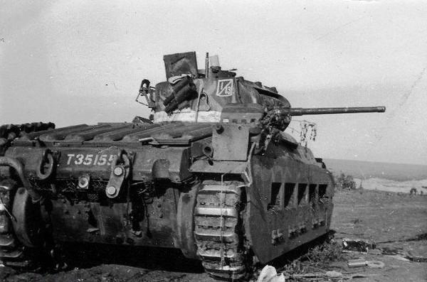 La parade allemande est sans appel et rapidement, le Matilda prend le rôle de cible plutôt que de chasseur
