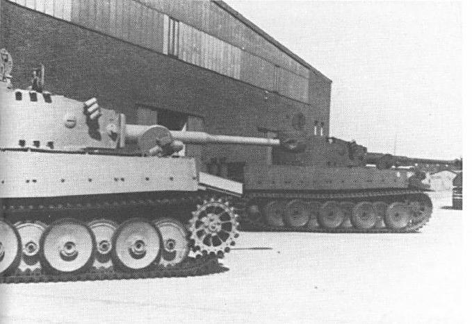 Chars Tigre de première génération sortant des usines Henschel pour rejoindre le front de l'Est
