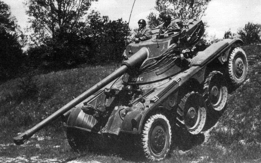 La tourelle oscillante de l'AMX-13 armée du canon de 75mm offre une puissance de feu très correcte au char de reconnaissance