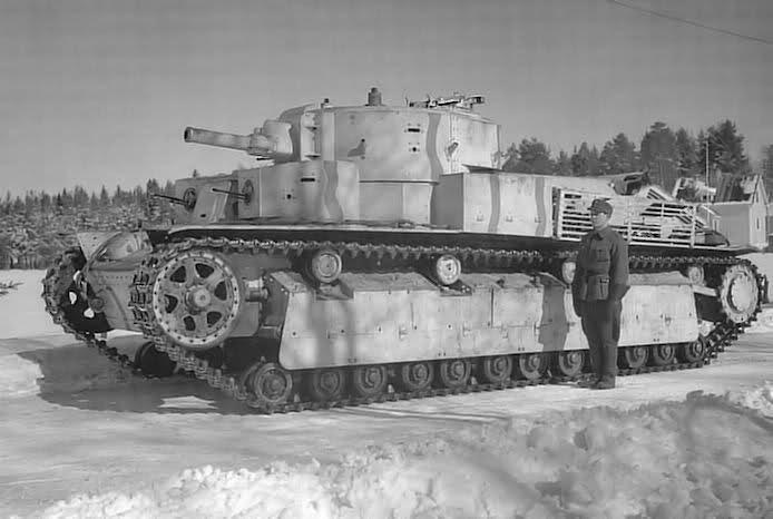 Le T-28 adopte un schéma classique d'avant guerre avec notamment une tourelle biplace