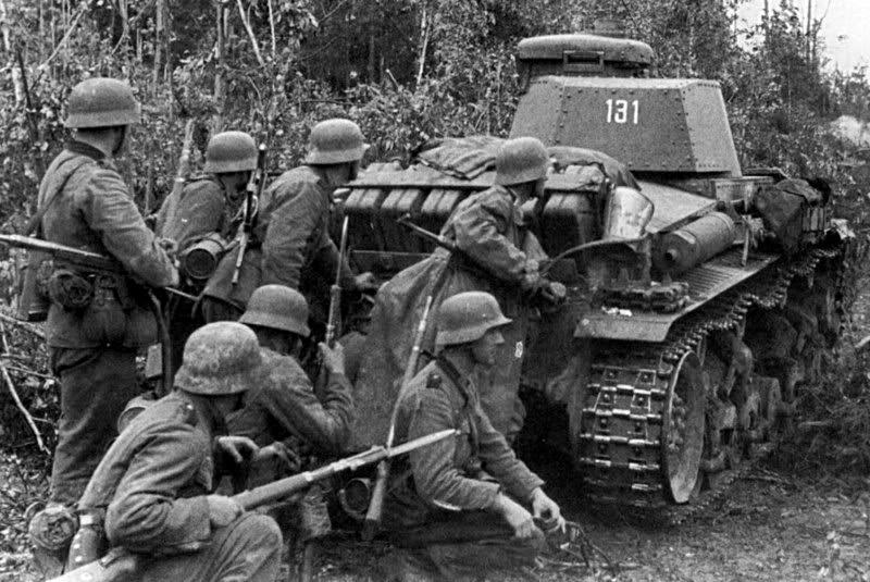 En 1940, les Panzers 35 (t) font partis des chars les plus performants de la Wehrmacht et donnent une grande confiance aux grenadiers allemands