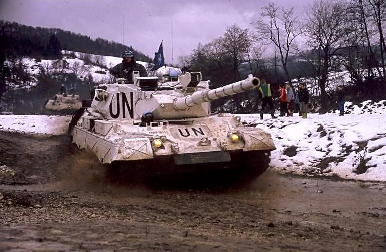 Léopard A4  élevé au standard A5 sous les couleurs de l'ONU dans les Balkans