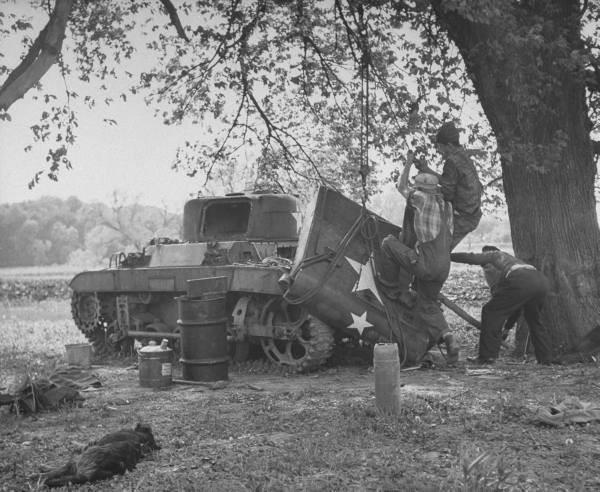 Le M22 n'est à l'abri d'aucun canon allemand et part litéralement en morceaux en cas de coup au but