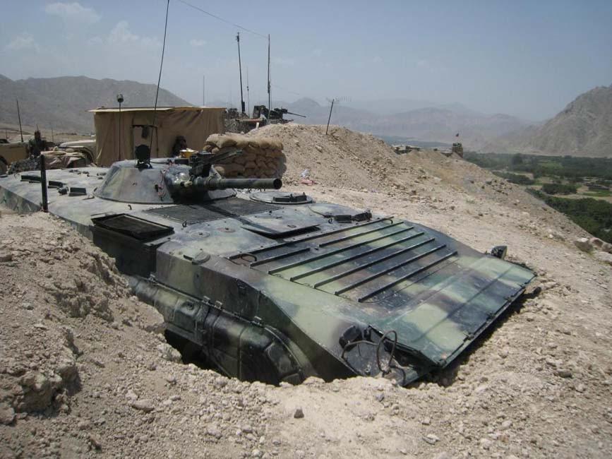 Posté face à une vallée afghane, ce BMP-1 et ces missiles restent une forte menace pour tout véhicule blindé