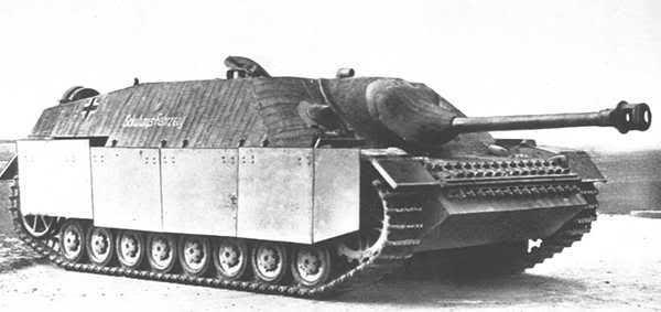 Le jagdpanzer IV est prêt pour la production en série mais un événement va bouleverser la production des StuG