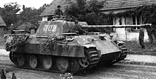 Le canon de 75 mm long de 70 calibres est réservé en priorité au futur char moyen, le Panther