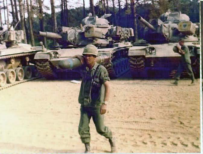 Le Shillelagh est volumineux et limite la dotation de munition dans le char