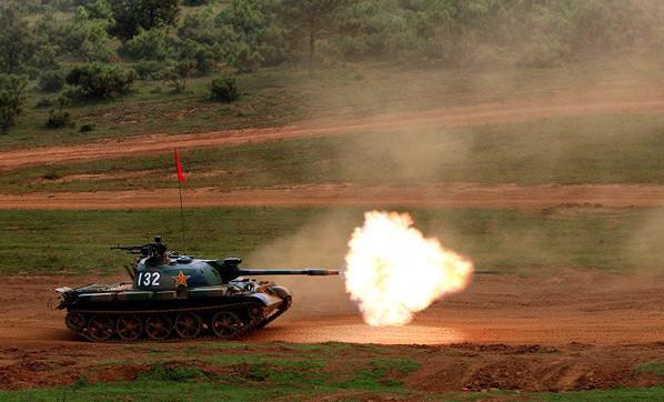 Le canon de 85 mm, bien que dépassé, se révèle correcte vu le gabarit du blindé