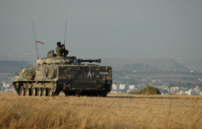 L'allonge du canon de 100 mm permet au BMP-3 d'occuper efficacement le terrain