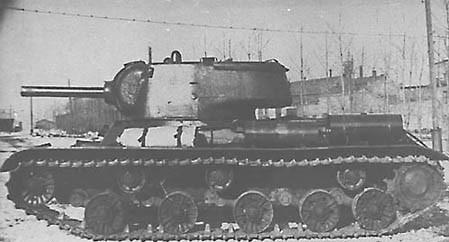 Obiekt 234 armé de l'obusier de 122mm. On reconnait nettement le châssis du KV-13.