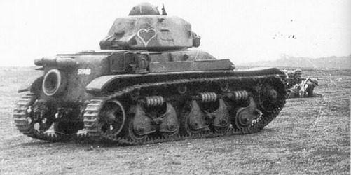 La doctrine d'emploi, le désignant char d'accompagnement, bloque le potentiel du R35 cantonné à suivre l'infanterie