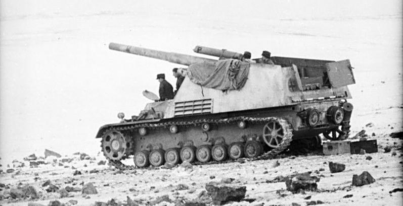 Le châssis prévu pour le  Hummel est finalement repris pour intégrer le Pak 43. Les deux blindés partagent ainsi la même plate-forme