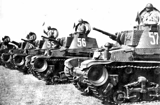 La radio tchèque ne permettant pas de dialoguer entre char, les chefs de char utilisent encore les drapeaux