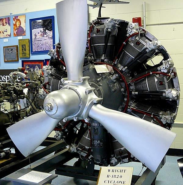 Moteur Wright R-1820 à l'origine de la version terrestre pour les chars T1
