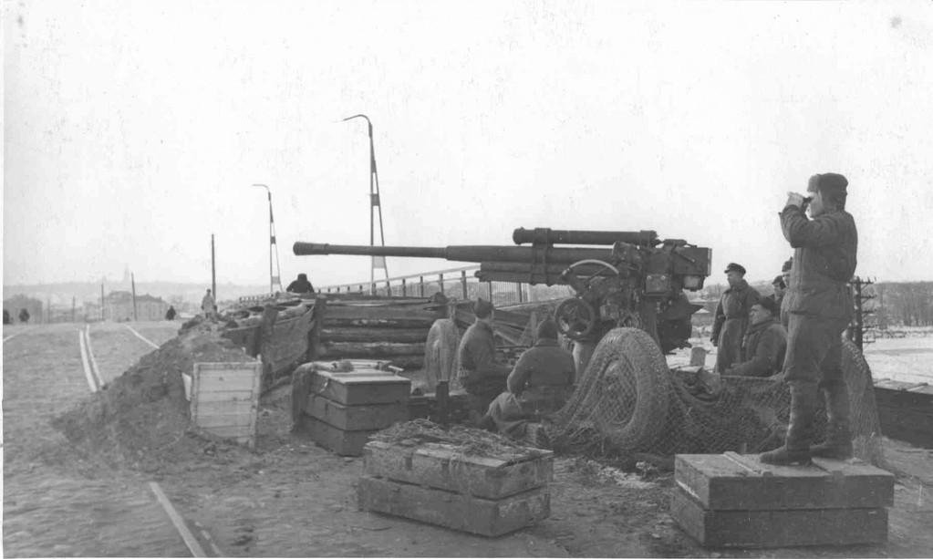 Canon 52-K de 85mm, premier canon soviétique à percer un char Tigre, utilisé ici en canon antichar