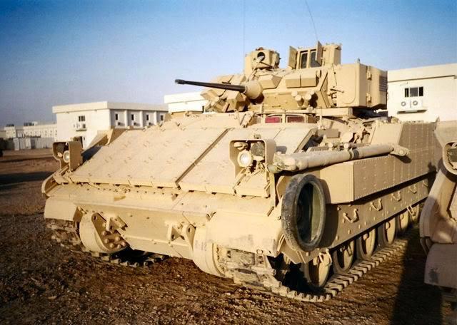 N'importe quel véhicule blindé peut être équipé de ce système, à l'image de ce M2 Bradley américain