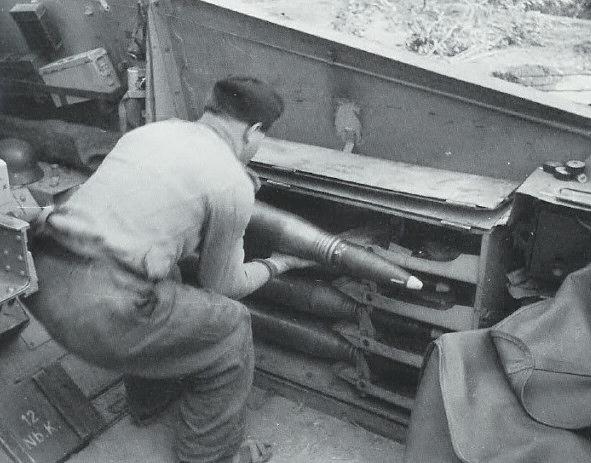 L'espace intérieur permet au chargeur de servir le canon efficacement