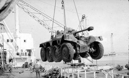 Cet EBR embarque pour l'Algérie, premier fait d'arme du blindé de reconnaissance