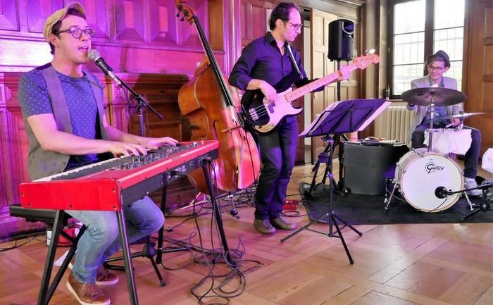 Seligenstädter Sven Garrecht mit seiner Band in der Remisengalerie in Schloss Philippsruhe